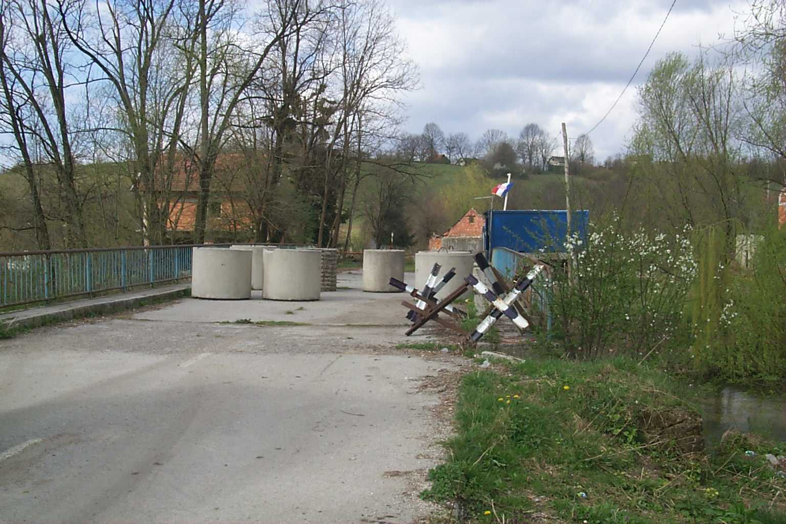Border Crossing in T. Rastela.